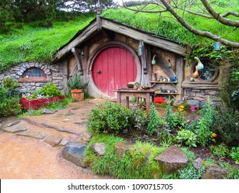 Matamata, Auckland/New Zealand - 09/30/2017 - Beautiful Hobbit house with red door in Hobbiton