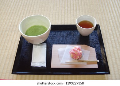 Matcha, barley tea and Japanese sweets were served.