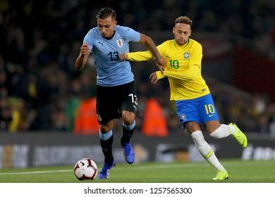 Mathias Suarez of Uruguay holds off Neymar of Brazil - Brazil v Uruguay, International Friendly, Emirates Stadium, London (Holloway) - 16th November 2018