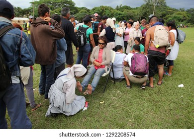 Matias Romero, Oaxaca/Mexico - Nov. 10, 2018: Salvadorans fleeing poverty and gang violence in the third caravan to the U.S. line up to receive medical aid from volunteer nurses as one attends a woman