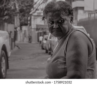 mator lady looking homeless indigenous, smoked with sad face and blue eyes black and white