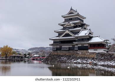 Matsumoto Castle (Matsumoto-jo) also known as Crow Castle (Karasu-jo) in winter.  eastern Honshu, Matsumoto-shi, Chubu region, Nagano Prefecture, Japan.