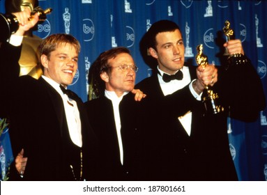 Matt Damon, Robin Williams, Ben Affleck with their Academy Awards for GOOD WILL HUNTING, 1998