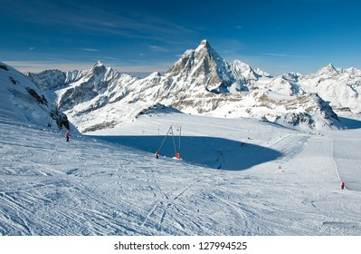 Matterhorn glacier has a maximum width of approximately 2.5 km and reaches a minimum height of 2,800 metres