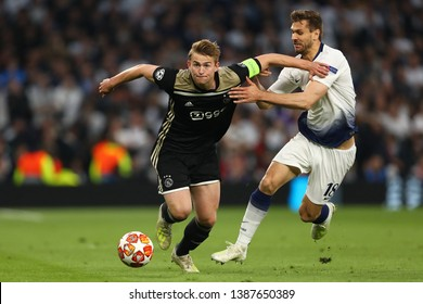 Matthijs de Ligt of Ajax beats Fernando Llorente of Tottenham Hotspur - Tottenham Hotspur v Ajax, UEFA Champions League Semi Final - 1st Leg, Tottenham Hotspur Stadium, London - 30th April 2019