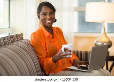 Reife Unternehmer, die von zu Hause aus arbeiten