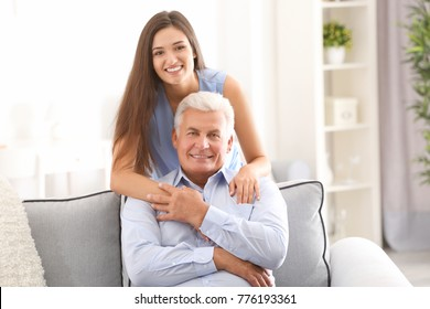 dating man with young daughter