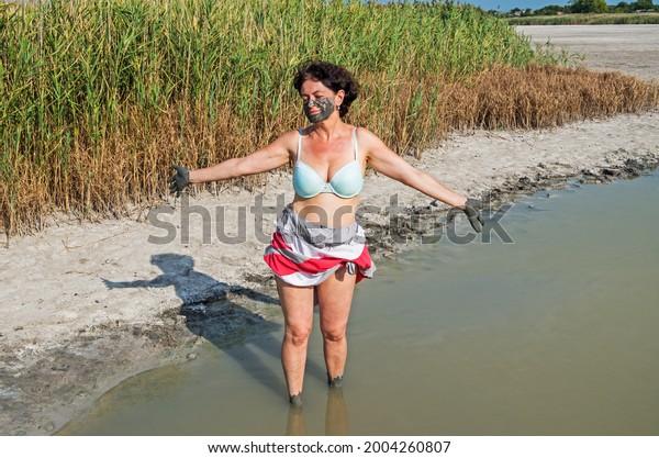 mature-woman-takes-mud-treatment-600w-20