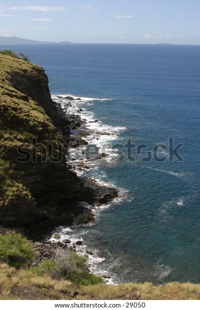 maui in hawaii is full of beautiful scenery and ocean views