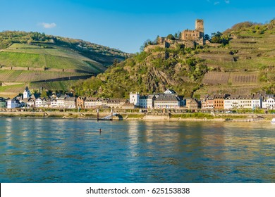 Maus Castle (Burg Maus) above the village of Wellmich, Sankt Goarshausen, Rhine Valley, Rhineland-Palatinate, Germany.