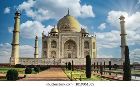 El mausoleo Taj Mahal en la India