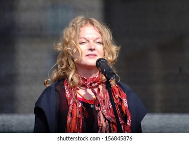 "MAY 19, 2008 - BERLIN: Inga Humpe of the German band ""2raumwohnung"" performs at a solidarity demonstration for Tibet in Berlin."