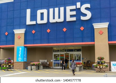 May 19, 2019 Sunnyvale / CA / USA - people shopping at Lowe's in South San Francisco bay area