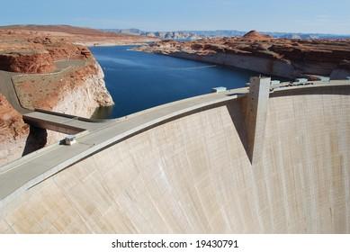 May 20. 2008 - Utah, USA: Glen Canyon Dam on the Colorado River at the beginning of the Grand Canyon and the end of Lake Powell, Utah/Arizona border, USA