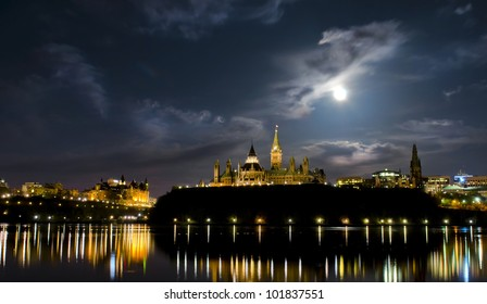 May 5, 2012: Super moon over the canadian Parliament at night.