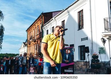 MAY 5 2018 , Minsk,Belarus Street walks A man sings into a microphone on the street