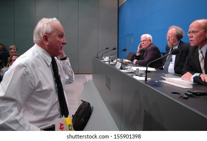 MAY 9, 2005 - BERLIN: Rolf Hochhuth, Peter Eisenman, Wolfgang Thierse, Thomas Steg at a press conference before the official opening of the Holocaust Memorial in Berlin.
