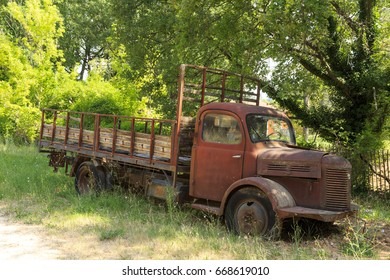May-23-2017  Picture of an old rusty  truck taken in the forest in Provence, south of France.