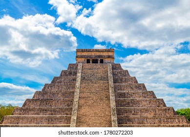 The Maya temple pyramid of El Castillo or Kukulkan in the archaeological site of Chichen Itza, Yucatan, Mexico.