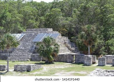 mayan arquitecture in san crisanto