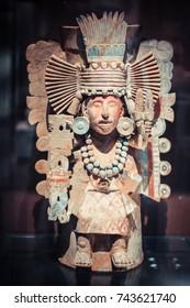Mayan or aztec statue