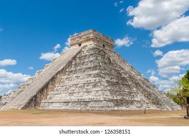 The Mayan pyramid in Chichen Itza,Mexico.
