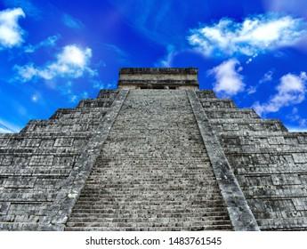 Mayan pyramid El Castillo at the archeological site of Chichen Itza, Wonder of the World, Yucatan, Mexico