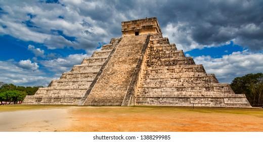 Mayan Pyramid El Castillo (The Kukulkan Temple) of Chichen Itza, in Yucatan, Mexico