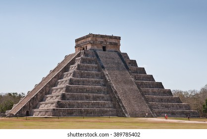 Mayan pyramid of Kukulcan El Castillo in Chichen-Itza (Chichen Itza). Mexico, Yucatan.