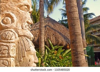 Mayan Todem Pole