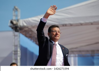 Mayor of Istanbul Ekrem Imamoglu of the main opposition Republican People's Party (CHP) addresses his supporters during a rally in Istanbul, Turkey, April 21, 2019.