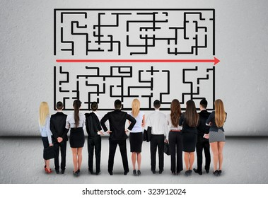 Maze and business team thinking solution