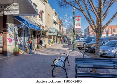 MCKINNEY, TEXAS, UNITED STATES - Dec 28, 2018: A beautiful view of the stores by a sidewalk captured in McKinney, Texas, United States
