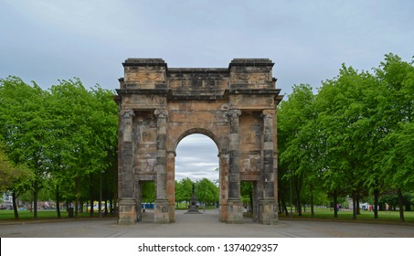 The McLennan Arch at the entrance to Glasgow Green Park