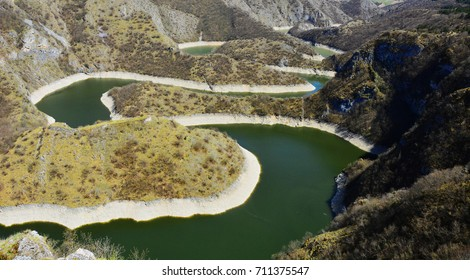 Meanders in spectacular canyon