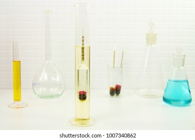 Measurement of solution density with a glass hydrometer in a lab