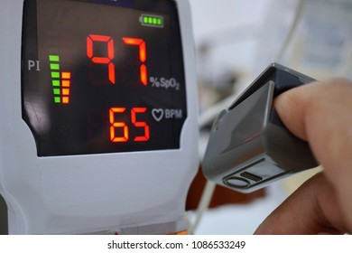 Measurements  pulse oximeter of patient.