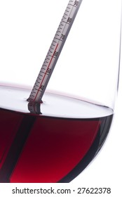 Measuring Red Wine Temperature with a Wine Thermometer (Fahrenheit)