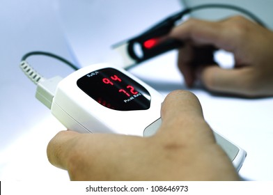 measuring Vital sign of Pulse Oximeter