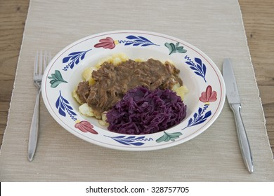 meat with onions and red cole with potatoes