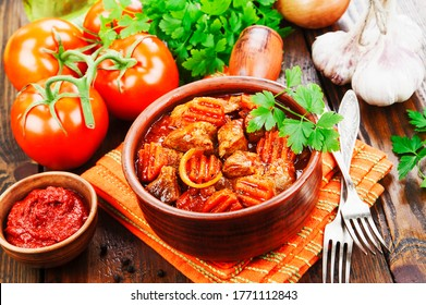 Meat stew with vegetables in tomato sauce