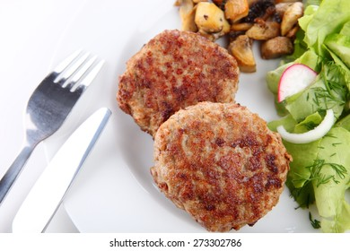 meatball with salad and mushrooms