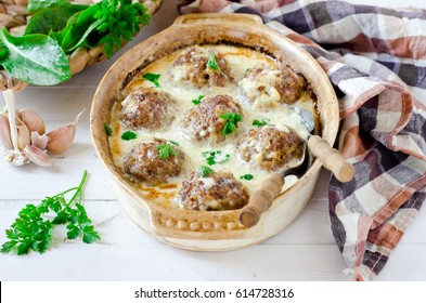 Meatballs baked in creamy sauce