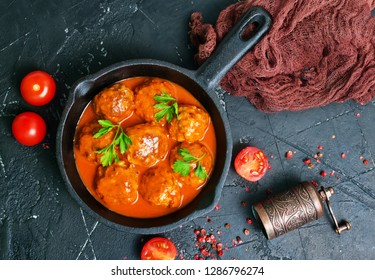 meatballs with tomato sauce, fried meat balls