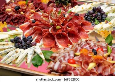Auswahl von Fleisch und Käse