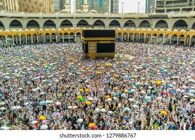 Mecca, Saudi Arabia (08/2018) : Muslim pilgrims from all around the world doing tawaf, praying around the kabah, during hajj and umra 2018 period.