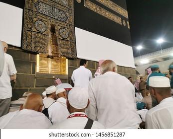 Mecca, Saudi Arabia : 20/07/2019 : A luckiest muslim pilgrim was able to pray dua infront of Multazam, door of Kaabah during Subuh prayer at Masjidil Haram today, Mecca, Saudi Arabia.