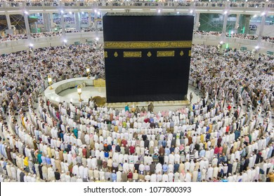 MECCA, SAUDI ARABIA - DECEMBER 22, 2014 : Top view of Muslim pilgrims get ready for evening prayer in Makkah, Saudi Arabia.