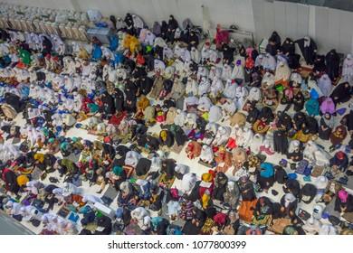 MECCA, SAUDI ARABIA - DECEMBER 26, 2014 : Bird's eye view of female Muslim women wait for evening prayers facing the Kaabah in Makkah, Kingdom of Saudi Arabia.