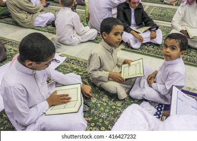 MECCA, SAUDI ARABIA FEBRUARY 2, 2016 : Traditional education at Masjid Haram,  Mecca when the kids reading Quran together